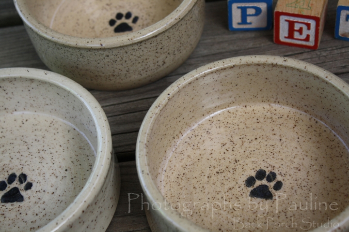 Cream pet dishes available various sizes.